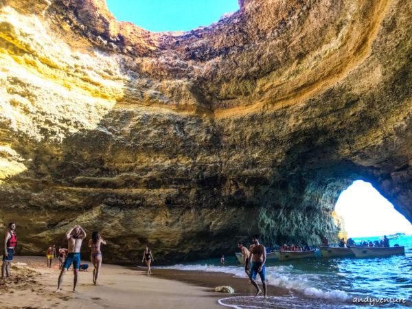 貝納吉爾海灘(Benagil Beach)與海蝕洞|Algarve|葡萄牙租車