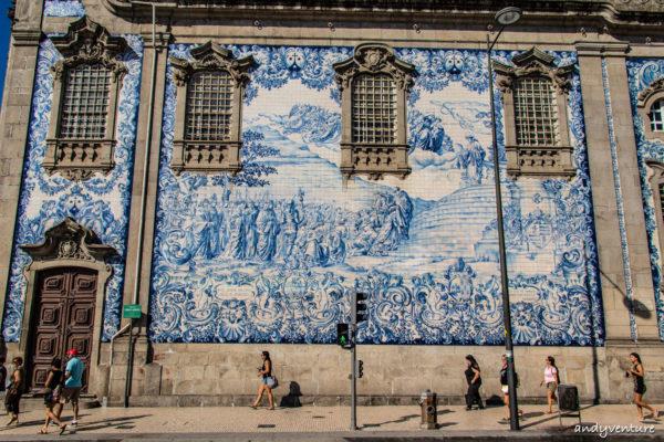 卡爾莫教堂-遼闊的阿茲勒赫瓷藍白磚畫|Porto|葡萄牙租車