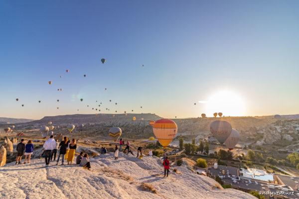 土耳其看熱氣球-被熱氣球包圍著的夢幻場景|卡帕多奇亞|土耳其租車旅遊